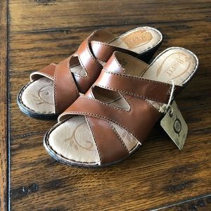 Born | NWT Brown Leather Wedge Sandals